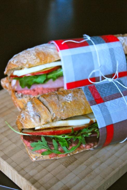 Hummus and duck breast sandwich - sandwich houmous et magret de canard