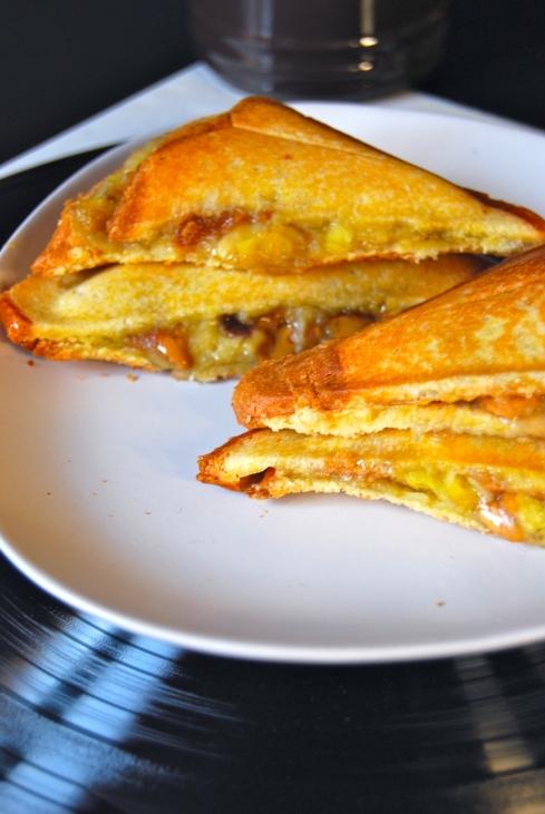 Peanut butter and banana brioche sandwich - Croque brioche banane beurre de cacahuete et pate de speculoos