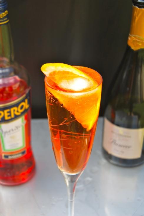 Spritz : Prosecco, Aperol, Orange. Italian Cocktail from Venezia. Cocktail Italien. Summer-été