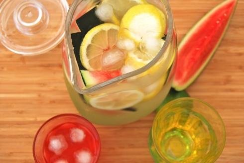 fresh fruits infused water : lemon, kiwi and watermelon -  Eaux infusée aux fruits frais : citron, kiwi et pastèque