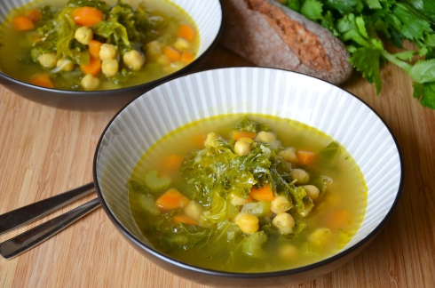 chickpea, kale and curry soup - Soupe aux pops chiches, kale et curry