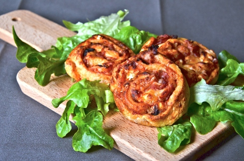 Easy pizza rolls, walnut, goat cheese, honey and bacon - Pizzas roulées - Noix, chèvre, miel, bacon