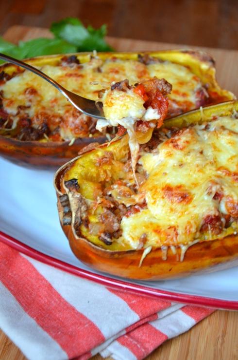 bolognese spaghetti squash boats - courges spaghetti bolognaise