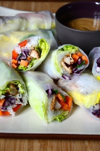 Rainbow Veggie Spring rolls, with a peanut-lemongrass sauce - Reuleaux de printemps aux légumes multicolores , sauce cacahuète-citronnelle. easy, facile, asian, asiatique